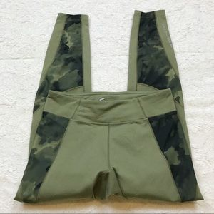 Second Skin Cropped Camo Panel Green Leggings